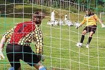 Přimdští fotbalisté se doma opět trápili, zachraňující se S. Černice získal dva body.