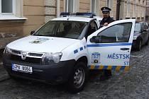 JIŘÍ SIGMUND pracuje u městské policie ve Stříbře již několik let. Vybral si cestu,  jak pomáhat lidem ve svém okolí. Před službou obci pracoval v Armádě České republiky, kde vlastně sloužil přímo státu.