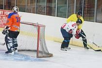 Letní hokejový pohár Zimního stadionu v Tachově má za sebou tři zápasy prvního kola.