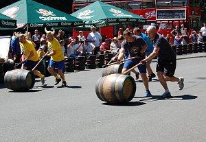 20. Mistrovství světa v koulení pivních sudů bylo zajímavé až do poslední chvíle. Domácím nakonec vítězství těsně uniklo.