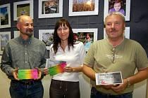 Fotografickou soutěž Romantické léto vyhráli sejným počtem bodů (zleva) Milan Deredimos a Martina Sihelská. Ta získala i druhé místo společně s Vladimírem Solovým.