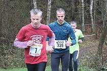 Vpředu Ivan David, za ním Jindřich Kočárek a v pozadí pozdější vítěz běhu Lukáš Kopča.