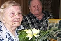 Diamantovou svatbu oslavili v úterý manželé Jaroslav a Josefa Soukupovi z Tachova. Na společnou šedesátiletou cestu životem vzpomíná 84letý pár s radostí