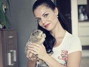 SOŇA MAREŠOVÁ, přezdívaná jako Sam, má doma několik domácích mazlíčků – tři psy, koně a také několik tropických oblovek.