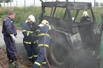V ČERVENCI ROKU 2008 zasahovala jednotka hasičů ze Starého Sedliště u požáru traktoru.