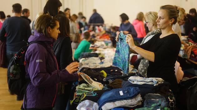 V Tachově se uskutečnila již tradiční burza dětského oblečení.