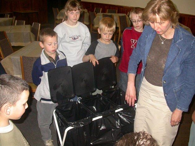 Více než sběru se školy raději věnují třídění odpadu. Se sběrem surovin totiž mají špatné zkušenosti.