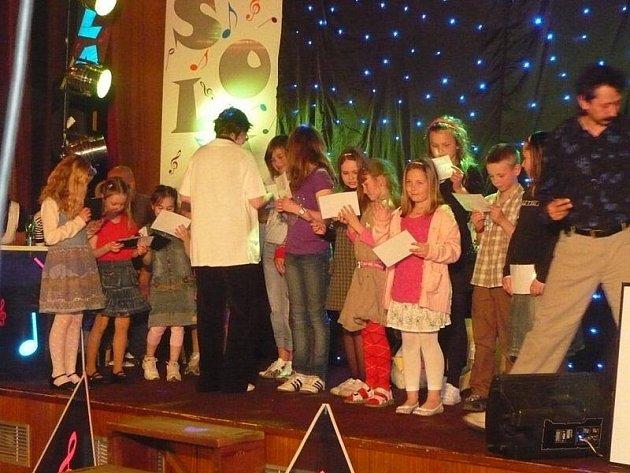 Děti si zazpívaly na pódiu v kině