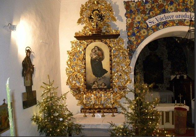 Vsulislavském kostele sv. Vavřince došlo na restauraci oltáře. Během ní byla nalezena destička slatinským textem.