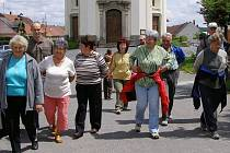 Turisté vyrazili k pomníku na VlčÍ hoře
