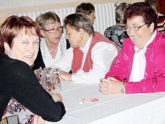 Společenský večer pro seniory se v sobotu konal v bezdružickém kulturním domě.