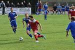V jednom z vrcholů podzimní části okresního přeboru porazili fotbalisté Lomu (v červeném) FK Tachov 2:0.