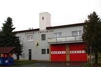 Po nové střeše může dostat hasičárna v Chodové Plané i nová vrata.