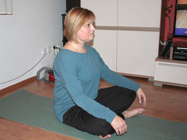 OBLÍBENÝM sportem je také jóga, na kterou má málo času.