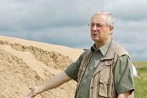 Kukuřičná siláž je k nepotřebě. Zloděj, který ukradl v Kladrubech plachtu za čtyři tisíce, znehodnotil kukuřičnou siláž za čtvrt milionu korun. Jednatel zemědělské společnosti Stanislav Eberl vše oéznámil na policii, ta případ setří pouze jako přestupek.