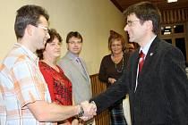 Na radnici v Boru ocenili ve středu dárce krve, kteří získali bronzovou, stříbrnou nebo zlatou plaketu doktora Janského. Tři ocenění darovali krev více než šedesátkrát
