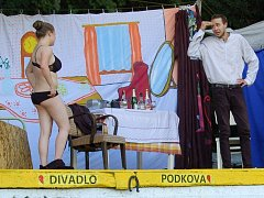 Letní představení Divadla Podkova přilákalo diváky do údolí řeky Mže