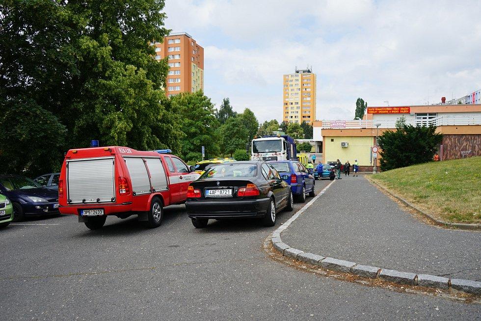 Na sídlišti Východ v Tachově došlo ke srážce popelářského vozu a chodce.