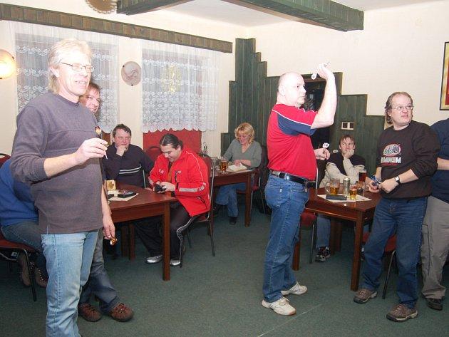 V pivnici Na koupališti v Tachově se rozjel turnaj neregistrovaných O pohár královského pivovaru Krušovice v šipkách.