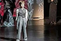 Devítiletý žák ZUŠ Stříbro Ondřej Tolar si v plzeňském divadle zahrál roli Chaplina juniora.