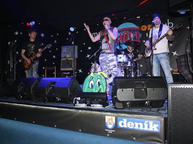 Skupina Tango vystoupila v sobotu v klubu Panteon v Konstantinových Lázních.