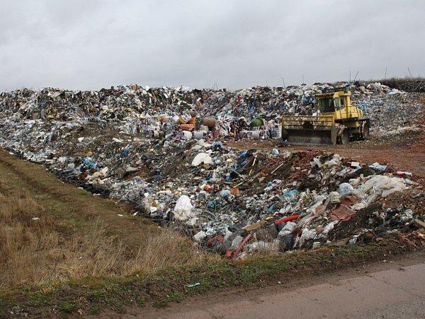 Skládka odpadů vČernošíně.