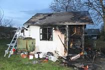 V ohořelých zbytcích chatky byla nalezena tři těla