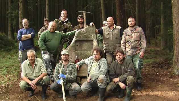 Z činnosti Hledačů HP Tachov, nově obnovený památník francouzského vojáka.