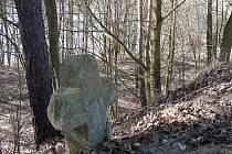 KAMENNÝ KŘÍŽ, který se nacházel u historické Zlaté cesty poblíž Malého Rapotína, před časem zmizel.