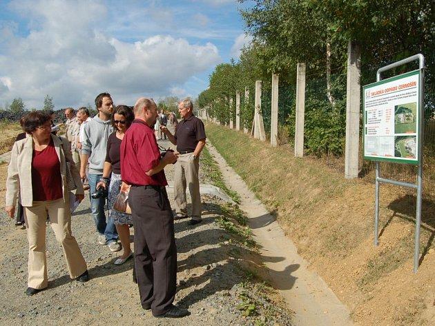 V černošínském areálu společnosti Ekodepon byl včera zahájen oficiální provoz školícího a instruktážního střediska. Jeho součástí je i naučná stezka s tabulemi informujících o nakládání s odpady.