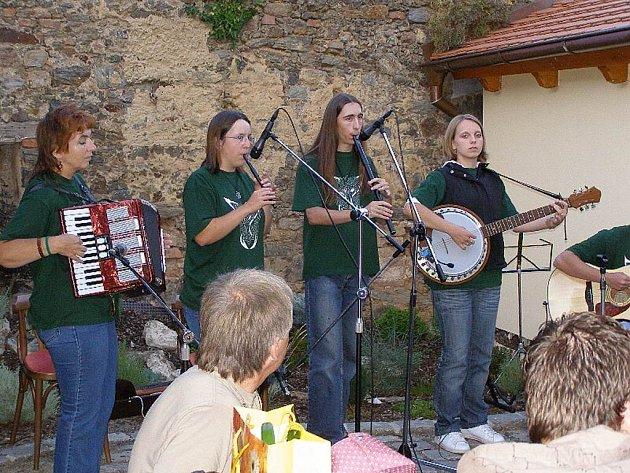 Kladrubská skupina Corchen hrála v sobotu ve stříbrském pivovaru U Rybiček