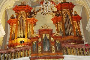 Barokní varhany jsou dílem Leopolda Burkharda.