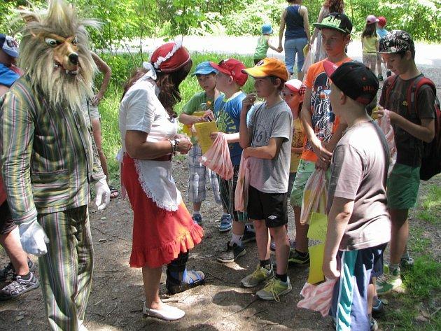 Už tři desetiletí se každoročně koná na louce a v lese za Halží akce věnovaná dětem.