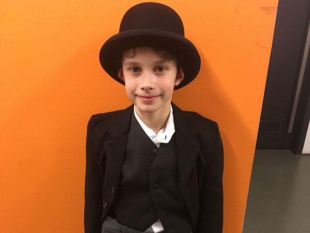 Ondřej Tolar v roli Chaplina jr. na Nové scéně Divadla J.K. Tyla v Plzni.