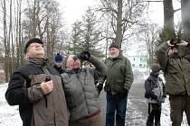 VYCHÁZKA K MINERÁLCE poskytla výletníkům  odborný výklad  I několik pohledů na zimující opeřence.