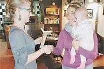 Rodinné centrum Stříbro nakoupí nosítka pro děti.