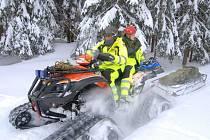 CÍLEM JEDNÉ části cvičení záchranářů Royal Rangers Černošín bylo vyhledat zraněnou osobu, stabilizovat ji a přepravit do ošetřovny.