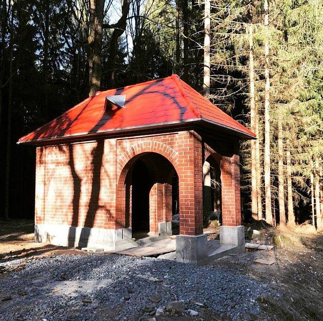 Kaple tak jak vypadá nyní, je těsně před dokončením.