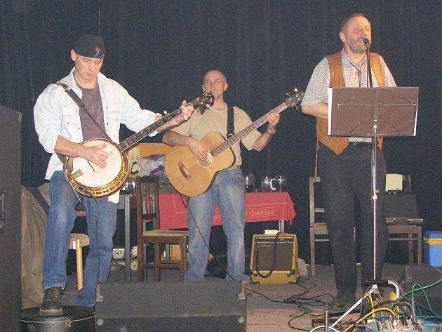 Kapela Wyjou vystoupila ve stříbrské Besedě.