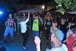 U stříbrského fotbalového stadiónu se v sobotu hrálo, zpívalo a tančilo.