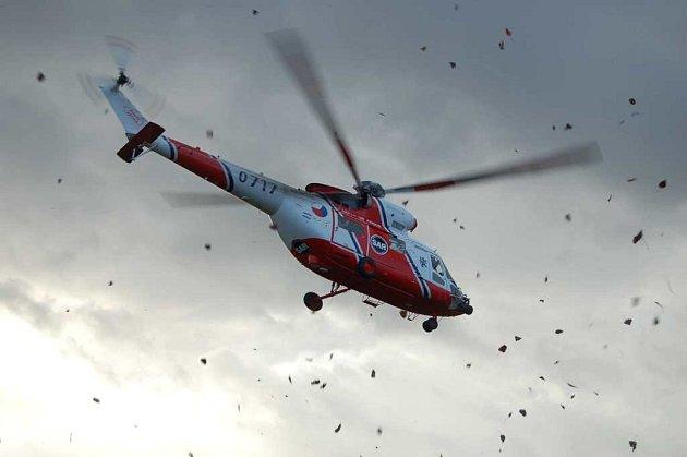 Nehoda u Halže. Zásah vrtulníku.