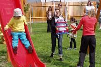Vzhledem k nové bytové zóně se dá v Kostelci počítat  s nárustem dětské populace. Také kvůli tomu se tamní mateřské škole dostane rozšíření jejích prostor.
