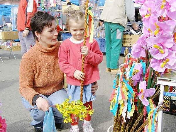Vybrat si přišla i Michaela Jelšinová (na snímku) se svou čtyřletou dcerou Veronikou.