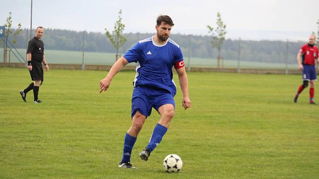 Kapitán Dynama Studánka Josef Vyšňovský dovedl svůj tým k suverénnímu vítězství v okresním přeboru a postupu do oblastní I.B třídy. V posledním utkání vstřelil dva góly.