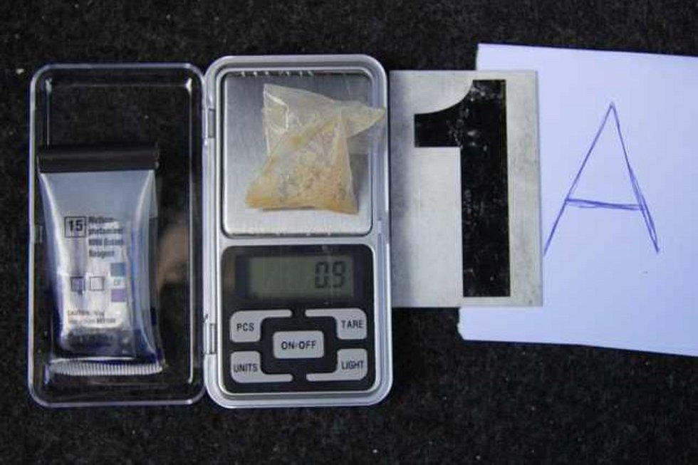 Tachovští kriminalisté si opět posvítili na dealery drog. Tentokrát zatkli čtveřici, která distribuovala pervitin a marihuanu na několika místech Tachovska, především ale v jedné obci na Stříbrsku.