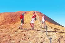Při výstupu na Ayers Rock