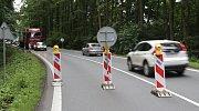 Oprava silničního mostku omezuje dopravu u Plané. Provoz na dálničním přivaděči je od pátku řízen kyvadlově semafory.