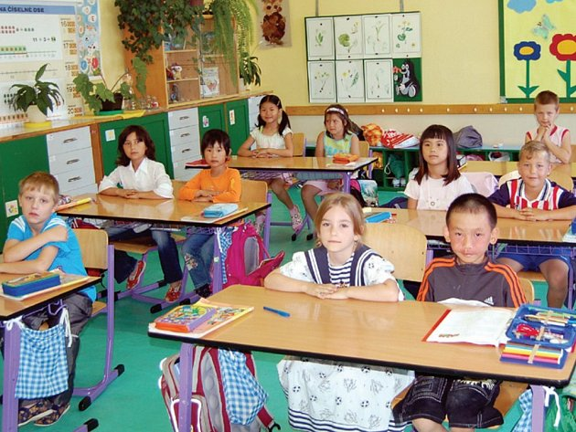 Prvňáčci z přimdské základní školy (na snímku) za pár dní ukončí svůj první školní rok. Teď se těší na letní prázdninyna které si ze školních lavic odnesou řadu dojmů a zážitků