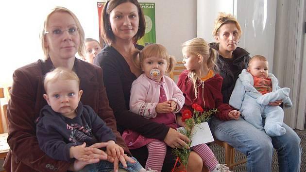 V Broumově přivítali v sobotu Michaelu Hruškovou, Barboru Liškovou a Tomáše Henzla.