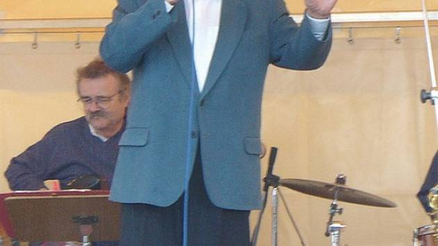 Diváky víkendového festivalu Valčík u pramene v Konstantinových Lázních přesvědčil Josef Zíma o tom, že je stále ve skvělé formě.